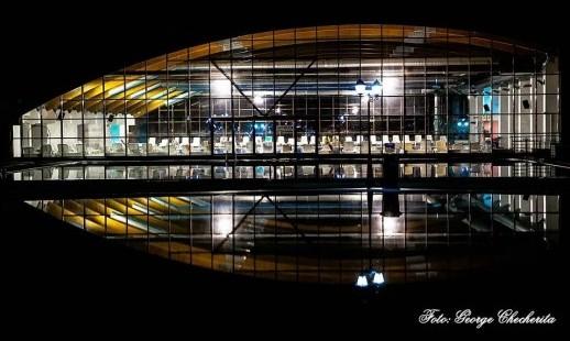 piscina arinis noaptea